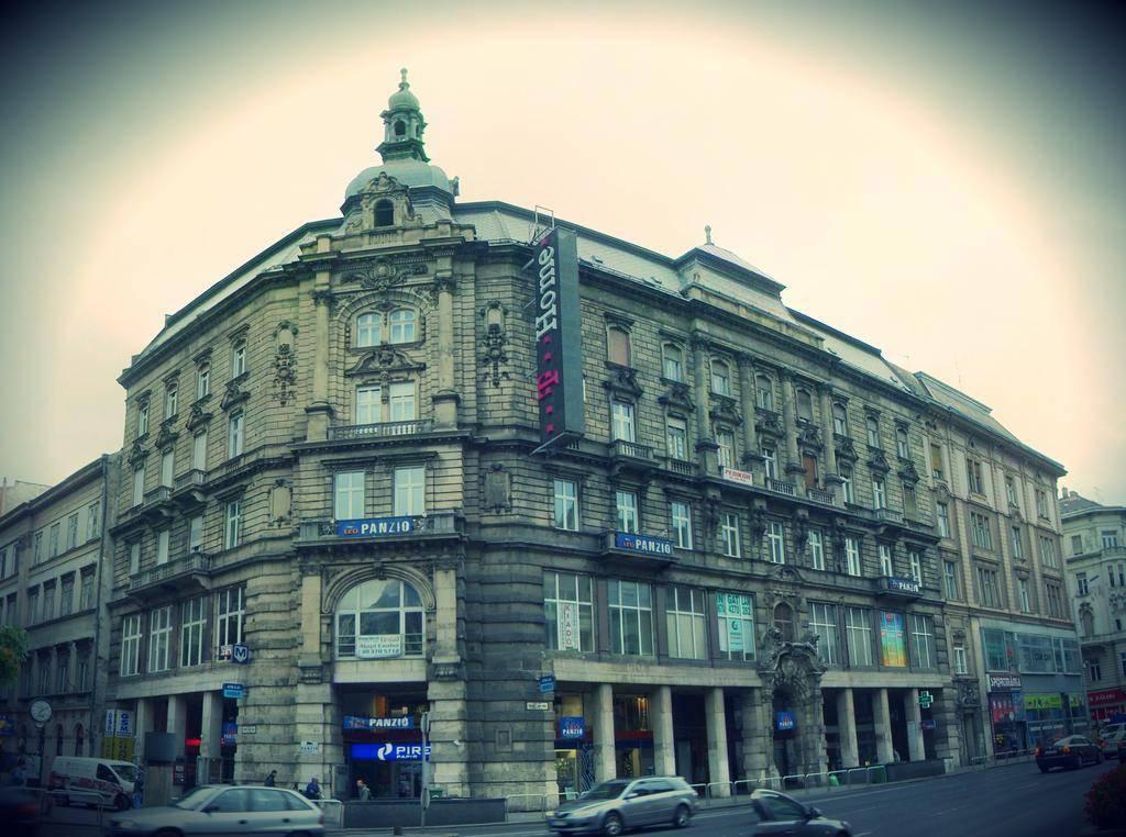hotel leo